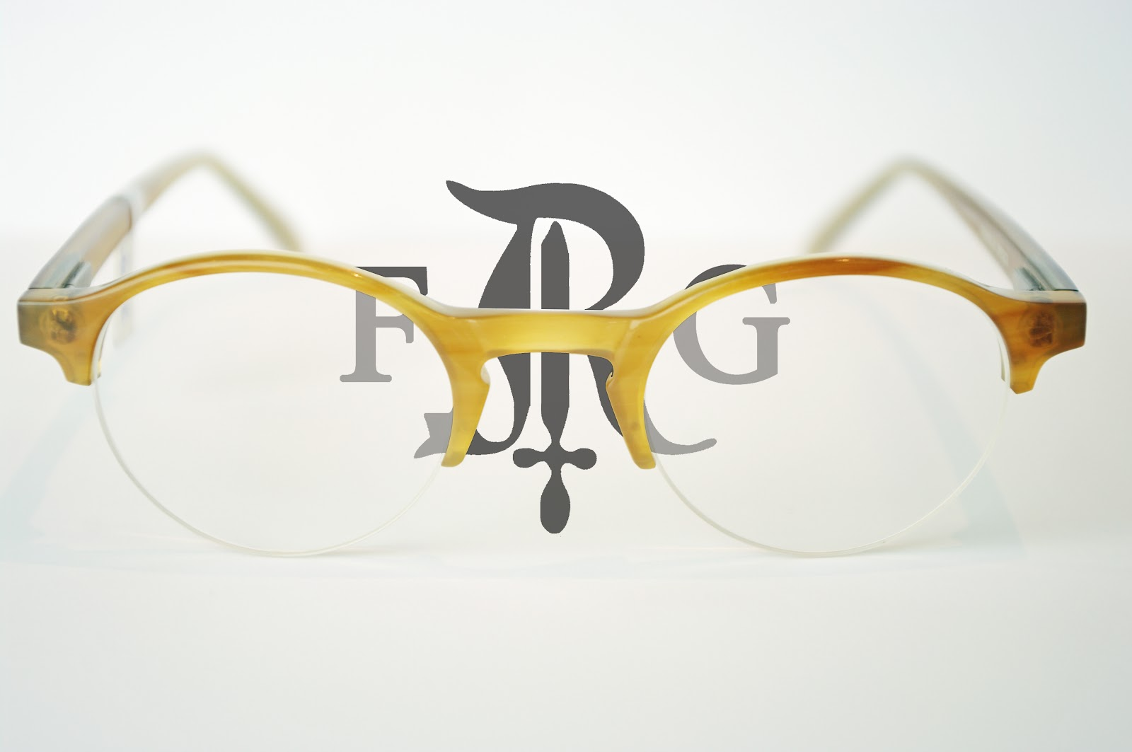 Offrez-vous le plaisir et le confort de ces lunettes aux matières nobles et  légères. Découvrez des possibilités infinies pour réaliser des lunettes sur  ... d37765a0c4a1