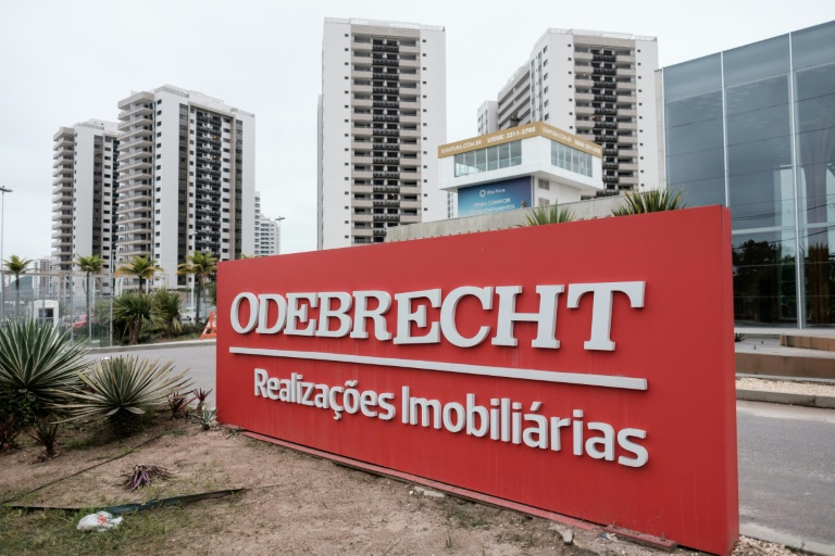 Brazilian construction firm Odebrecht has pulled out of the pre-bid qualification process to build another bridge over the Panama Canal, as part of its penalty in a bribery scandal