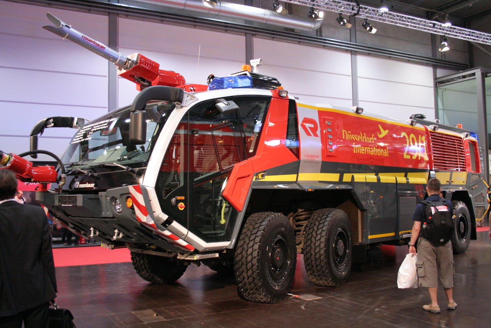 resc and tech un camion de pompiers h ros de blockbuster. Black Bedroom Furniture Sets. Home Design Ideas