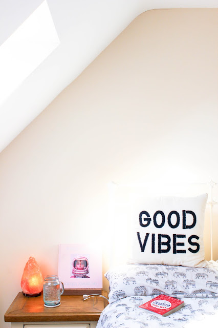 January 2017 in Books, Reading, Bookworm, Book Blogge, Harry Potter, Girlboss, Mindfulness, Good Vibes Urban Outfitters Pillow, Tumblr Room Decor, Salt Lamp, Nasty Galaxy, Bedroom Decor