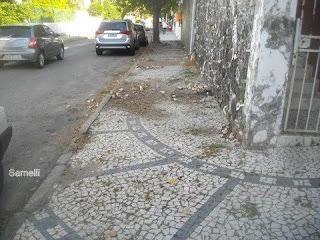 Situação de um dos passeios em pedra portuguesa na Rua Itabuna.