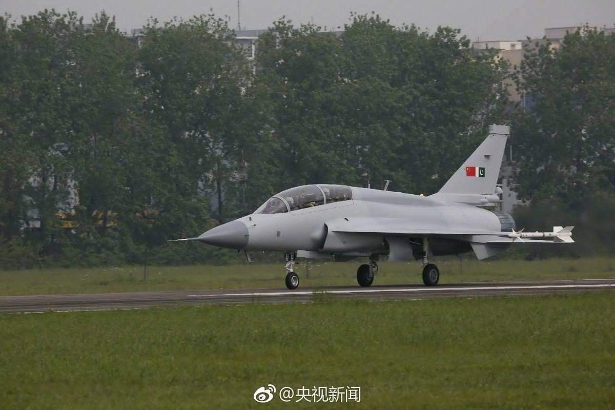 Sino-Pak JF-17B Thunder Fighter Jet Makes Maiden Flight ...