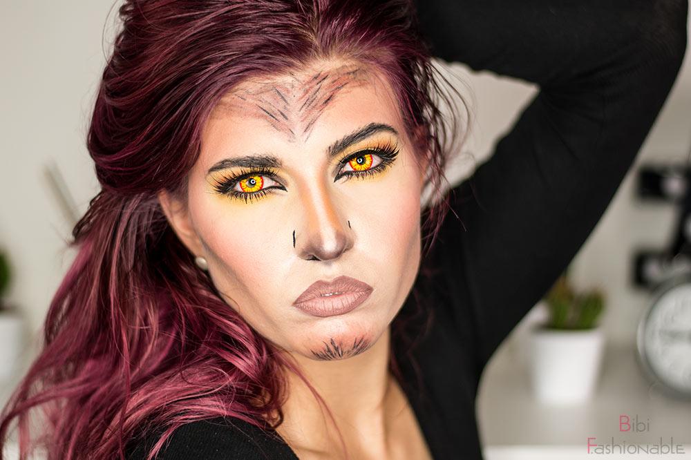 Glam Werewolf Hand im Haar