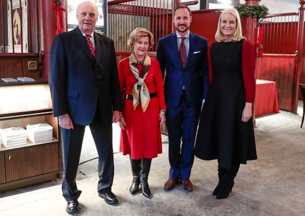 Crown Prince Haakon, Crown Princess Mette-Marit, King Harald and Queen Sonja at Christmas meeting