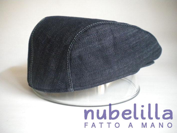 Questa è una coppola in jeans con fodera imbottita in colore contrastante. c064b4716228