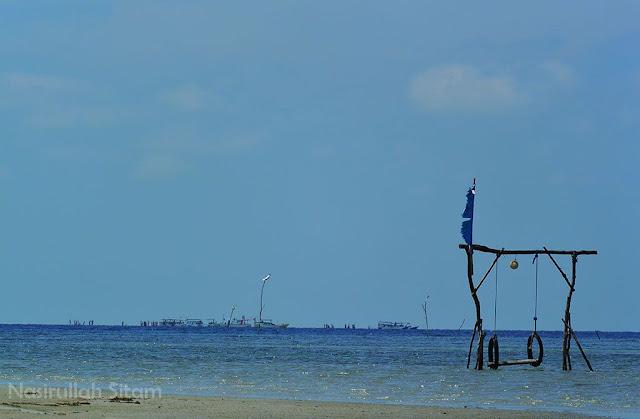 Jauh di sana kapal-kapal tersandar di Gosong Karimunjawa