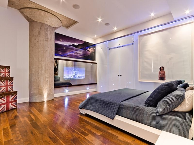 Picture of bedroom with home cinema on the wall
