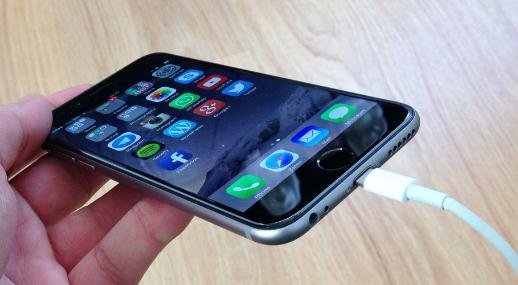 Kebiasan Men-Charge Yang Dapat Merusak Baterai Smartphone