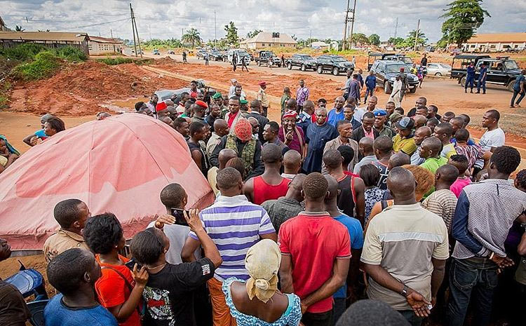 After buying roasted corn, gov Rochas holds townhall meeting with mechanics