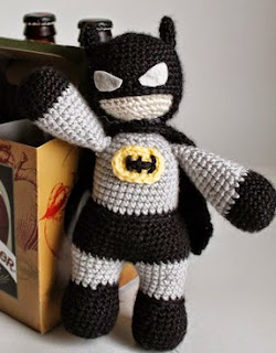http://translate.googleusercontent.com/translate_c?depth=1&hl=es&rurl=translate.google.es&sl=auto&tl=es&u=http://simplecrochetandcrafts.blogspot.co.uk/2014/06/batman-for-fathers-day-crochet-pattern.html&usg=ALkJrhgG2d1UHPDe0IHYx8y0L1TfYm_Jtw