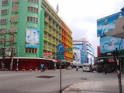 "<a href=""url gambar""><img alt=""travelling kota hatyai yang sepi"" src=""urlgambar"" title=""travelling kota hat yai thailand yang sepi"" />"