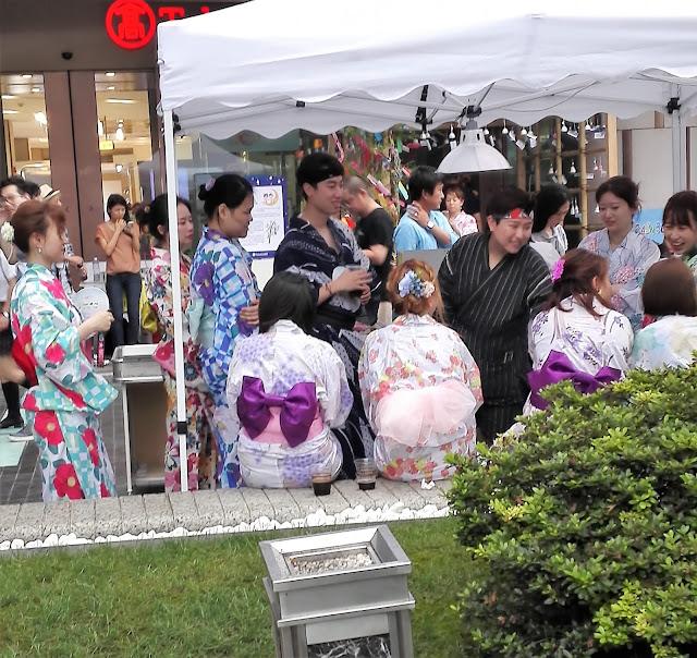 上海高島屋―夏日祭 '18で和服姿で楽しむ若者たち