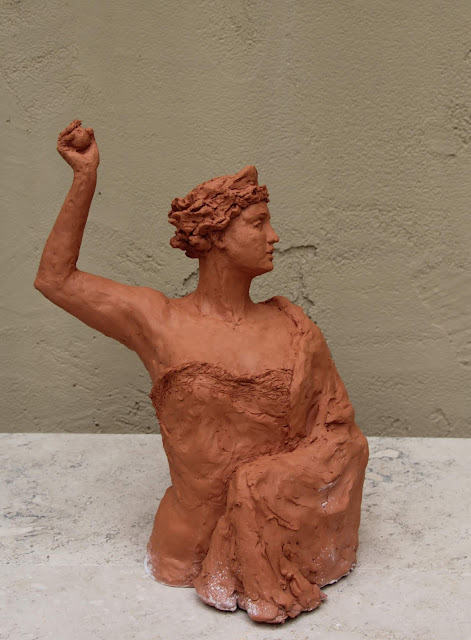 sculpture, contemporary, art, arte, escultura, terracotta, woman, Sarah, Myers, statue, figurative, modern, ultra-contemporary, movement, red, clay, earthenware, ceramics, apple, fruit, discord, Eris, half-length, realistic, artist, myth, Greek, legend, kunst, skulptur, vitality, motion