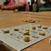 Con alto parlante huelguistas juegan bingo frente a la Asamblea