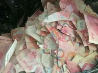 Ditinggal Pergi, Anak Lima Tahun Robek uang Kertas Rp94 Juta