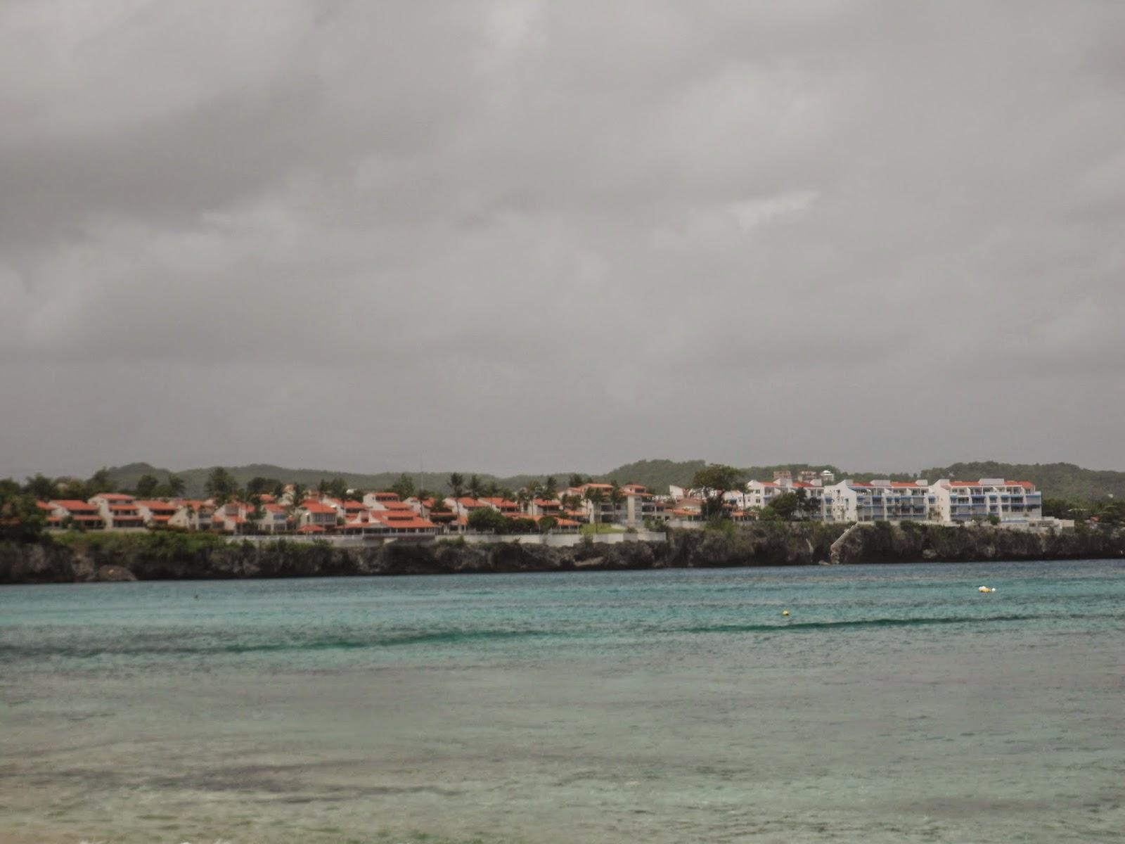Algunos hoteles al lado izquierdo de la playa Sosúa