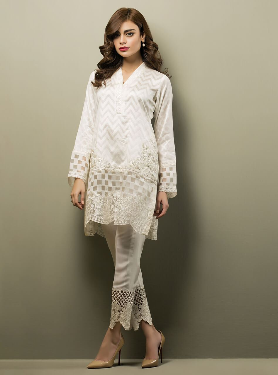 b4748369e2625 Look elegant in our all white ensemble with floral embroidery around the  daaman.