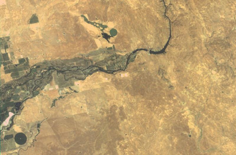 福衛五號自8月25日升空後,9月8日傳回首批拍攝影像出現模糊和光斑現象。圖為拍攝到的美國舊金山衛星照片。