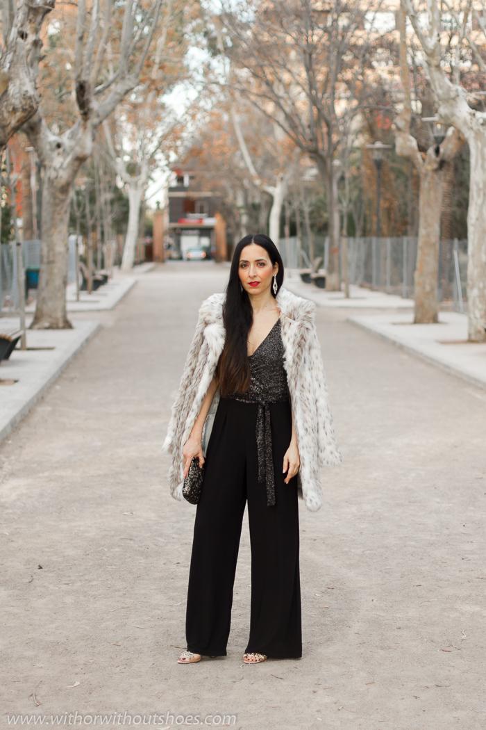 Influencer_blogger_Look_+QUIZ_Clothing+complementos_look_fiesta_celebraciones_mono_abrigo_pelo_sandalias_joya_doradas