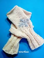 ricamare sui guanti realizzati ad uncinetto