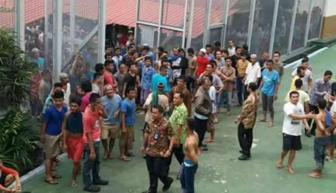 Image result for Jebol Tembok, 4 Tahanan Narkoba Lapas Pakjo Palembang Kabur