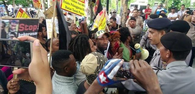 Rusuh! Demo Tuntut Papua Merdeka Diserang Ormas