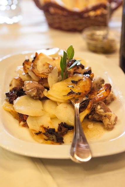 Agnello con patate-Agriturismo il Giglio a Massama