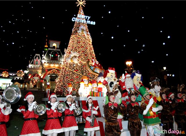 Santa under the tree in E-world