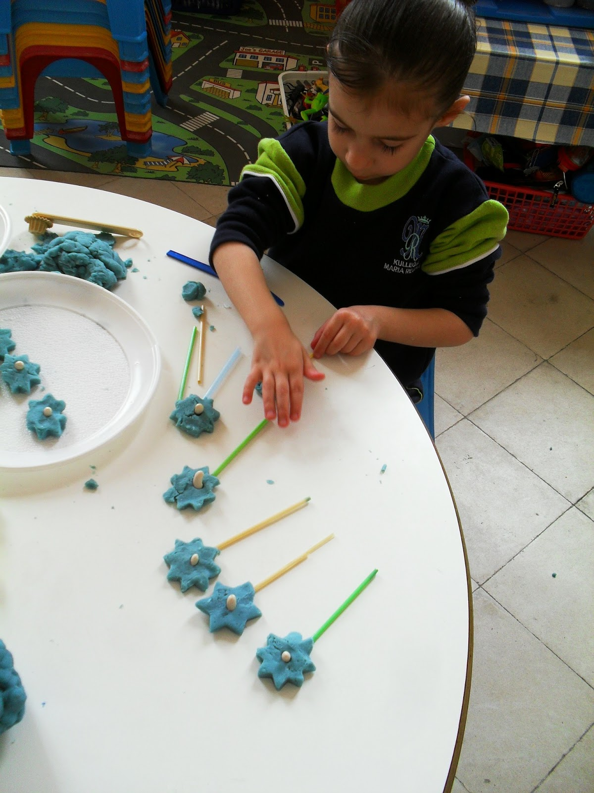 Play With Patterns Prints And Lots Of Accessories For: Kindergarten 2.1: Activities Linked To Topic 'Eddie's