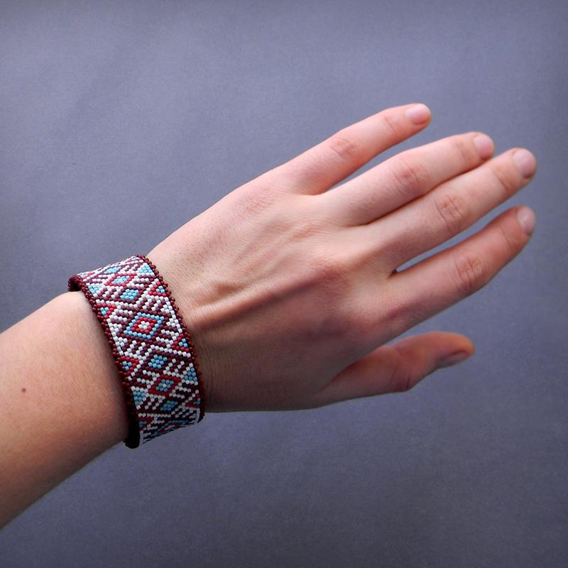 Бисерный браслет в этно стиле