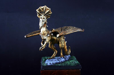 DRG4 Golden Dragon pintado visto de frente