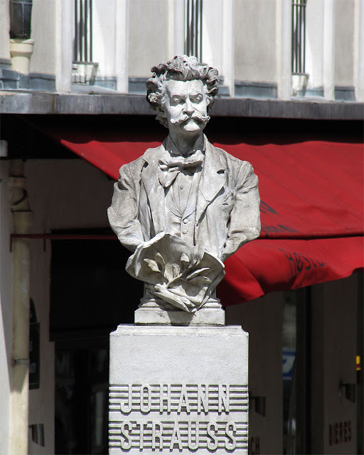 Johann Strauss, place Johann-Strauss, Paris