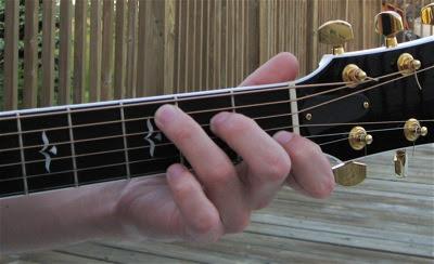 Vị trí ngón tay sai khi chơi hợp âm Guitar