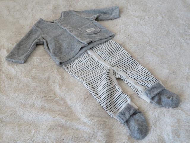 vauvanvaatteet asukokonaisuus trikoopuku velourtakki sukat