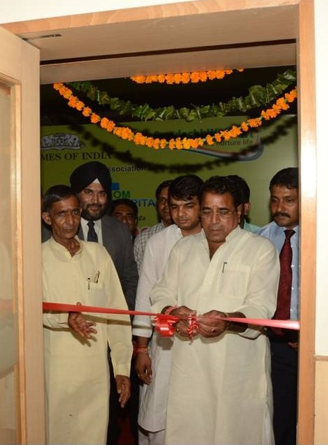 Photo Caption: Mr. Hem Singh Bhadana, Cabinet Minister, Food & Civil Supply, Consumer Affairs, Government of Rajasthan inaugurating ICICI Bank branch in Bhiwadi.