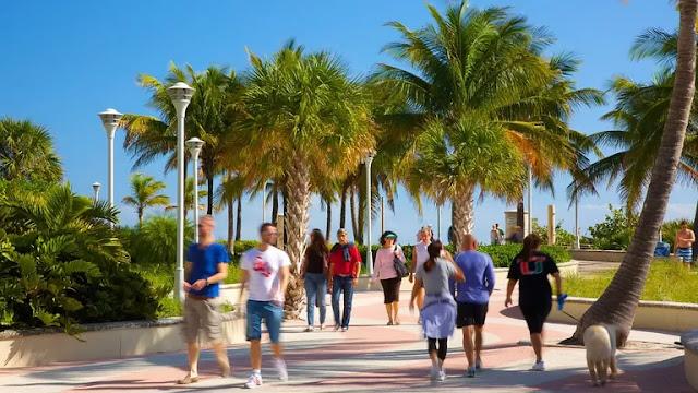 Movimentação de turistas em Miami em outubro