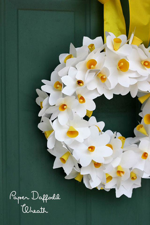 DIY paper daffodil wreath - so gorgeous and easy to make!