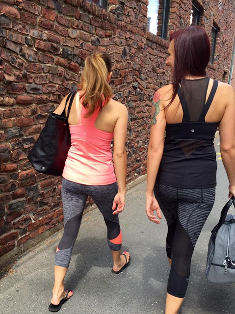 lululemon-pace-rival-crop running-in-the-cty-tank