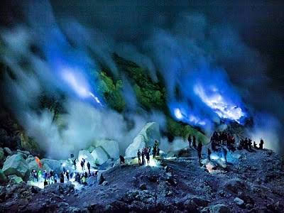 Pemandangan Blue Fire