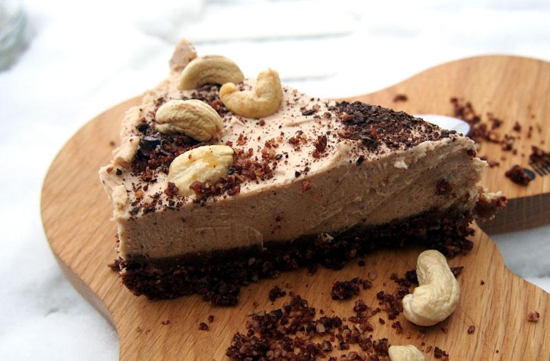 Resepti maailman parhaaseen snickers raakakakkuun