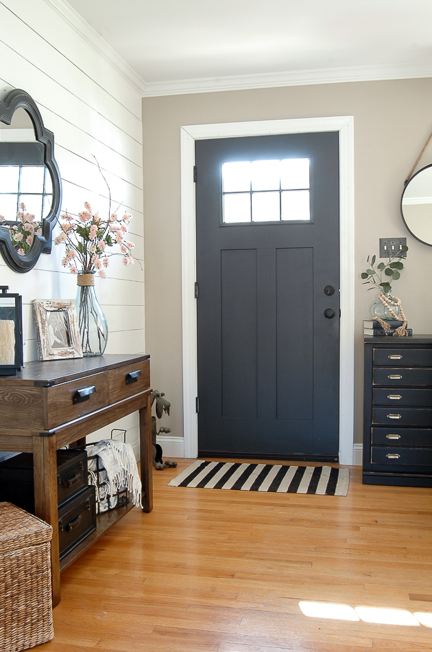 Spring entryway, lightweight throws for spring