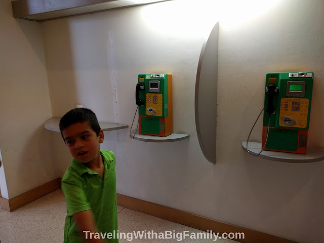 Photo tour traveling through Southeast Asia with a big family