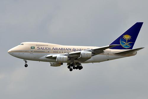 امراه سودانية تتسبب في تأخير إقلاع طائرة سعودية لتفوهها بكلمة (قنبلة) بمطار جده