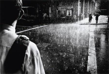 lelaki dalam hujan