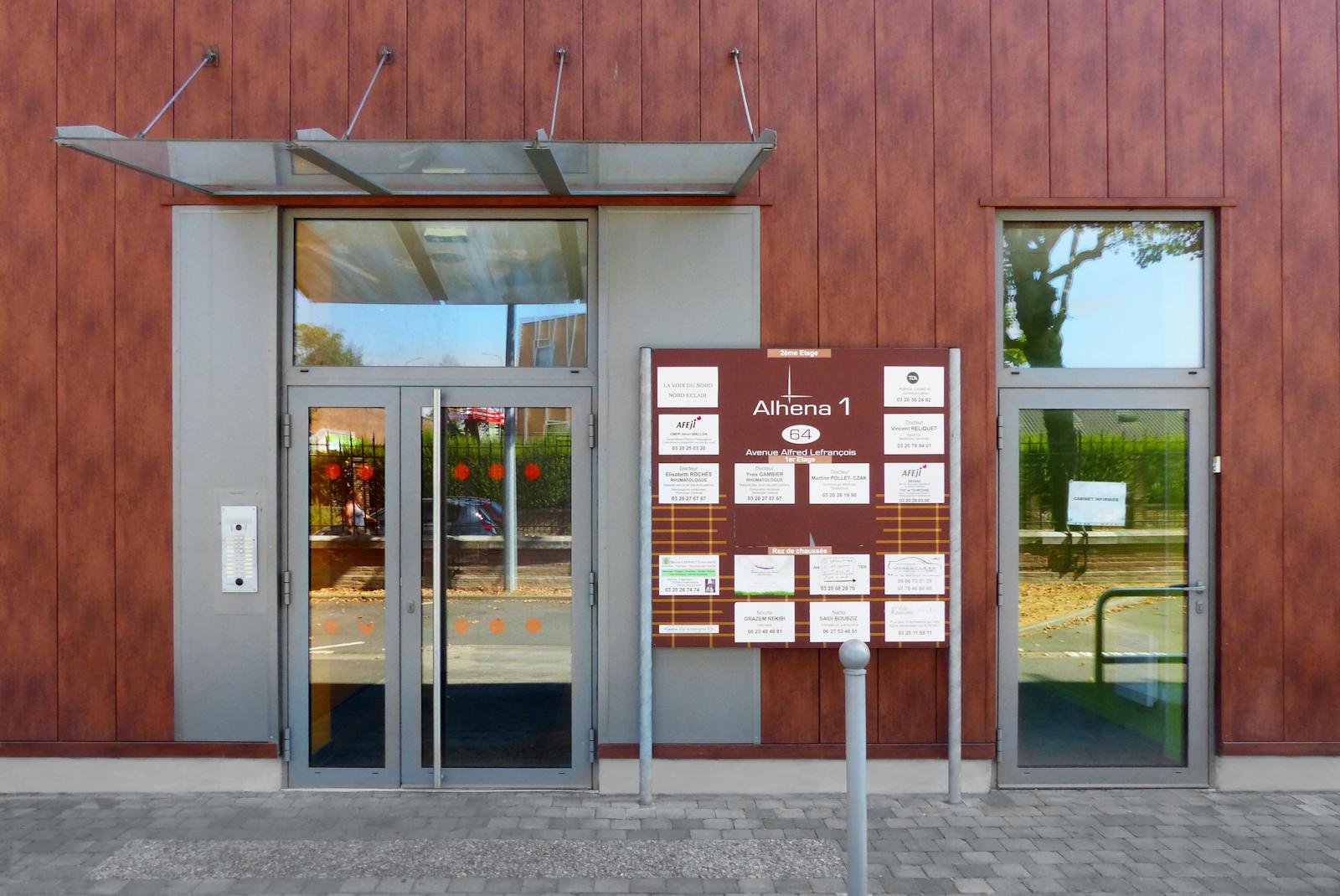 Porte d'entrée du bâtiment Alhena 1