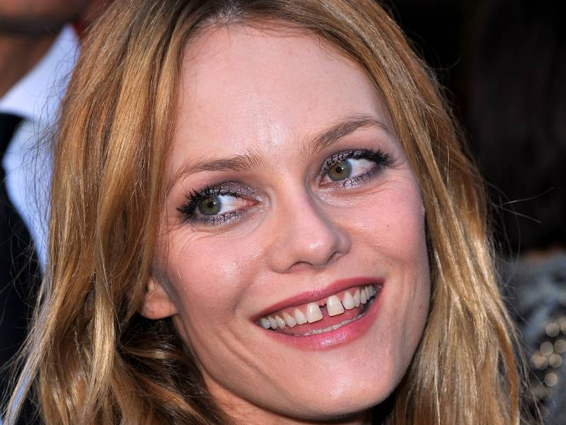 list of celebs: List of Celebs with Gaps in their teeth ...