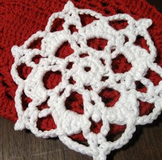 http://translate.googleusercontent.com/translate_c?depth=1&hl=es&rurl=translate.google.es&sl=en&tl=es&u=http://speckless.wordpress.com/2010/12/10/free-crochet-pattern-snowflake%25C2%25A0trivet/&usg=ALkJrhjOTDn_YEAdgn2eonNunQjEA2db8g
