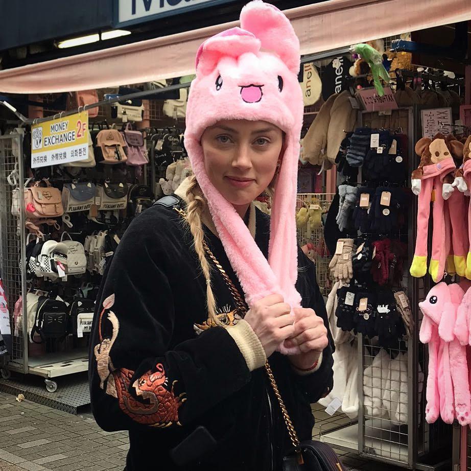 Aquaman Actress Amber Heard try to keep a low profile in Tokyo : トーキョーで目立たないようにつとめています🐰と Instagram で、お茶目なボケをかましていた「アクアマン」の戦うヒロインのアンバー・ハード ! !