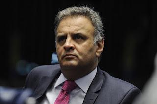 http://vnoticia.com.br/noticia/2011-stf-afasta-aecio-do-mandato-e-determina-recolhimento-domiciliar-noturno