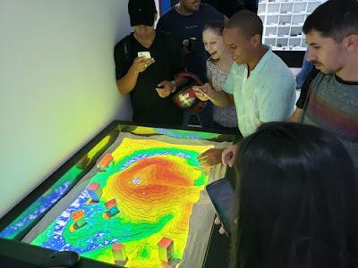 Projeto Geociências nas Escolas recebe estudantes de engenharia em Goiânia